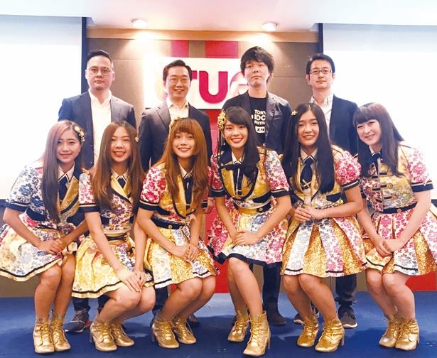会見に出席した(前列左から)BNK48のMiori(大久保美織)、Pun、Music、Cherprang、Jennis、Izurina(伊豆田莉奈)
