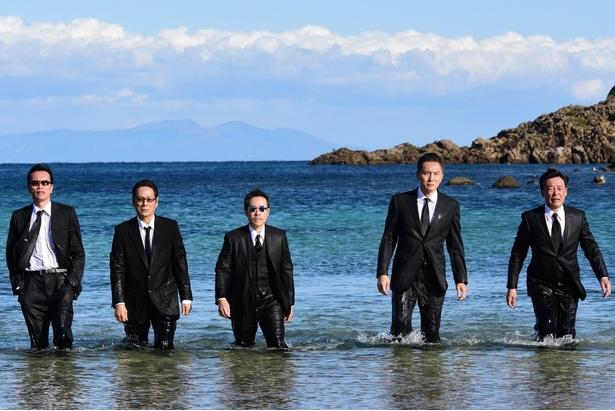 5人が海の中から登場するオープニング映像も話題の「バイプレイヤーズ~もしも名脇役がテレ東朝ドラで無人島生活したら~」(テレビ東京系)