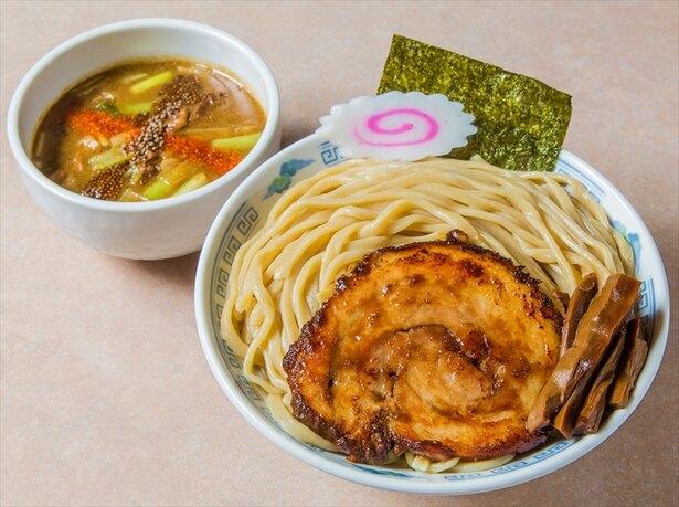 【画像を見る】これは濃厚! みどり湯食堂の「福島鶏白湯のつけそば 」は売切れも珍しくない