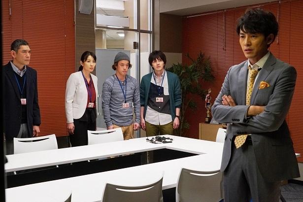 【写真を見る】ミスターメディア・百々瀬(藤木直人)も反撃に出る!