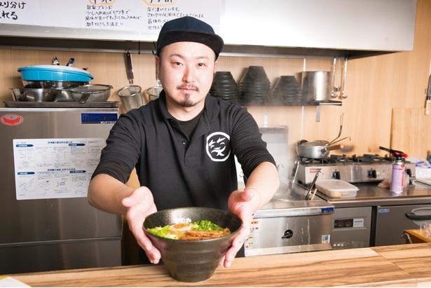 カツオマニアの店主・鈴木敬士さん。県内の有名店などで修業を積み、独立オープン。奥様と2人で店を切り盛りする