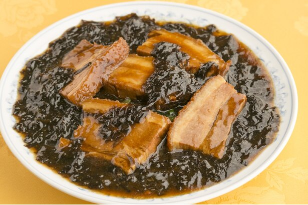 「岩のりと豚バラ肉の醤油煮」(1,944円)。2時間煮込んだ豚バラは柔らかくジューシー