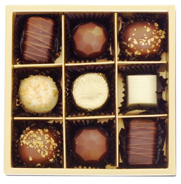 7位は「成城石井 プラリネ9個」(税抜1290円)。ベルギーから直輸入したプラリネチョコレートの詰め合わせ