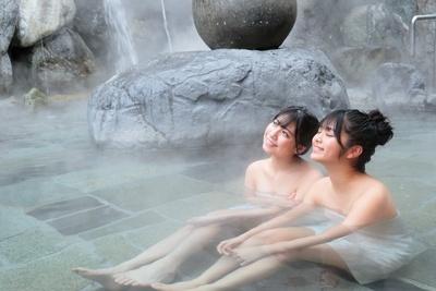 「露天風呂って、最高だね」(2人)