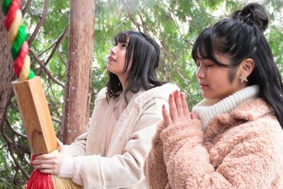 高台にある阿智神社 前宮で、旅の安全祈願をしたよ!