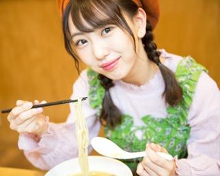 人気連載「SKE48のふぅふぅ女子♥」のスピンオフ企画として、「メンバーとおいしいラーメンを食べた~い♥」を勝手に妄想しちゃいました!今回の彼女はチームEの熊崎晴香 ちゃん♪