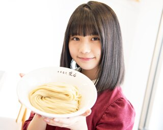 人気連載「SKE48のふぅふぅ女子♥」のスピンオフ企画として、「メンバーとおいしいラーメンを食べた~い♥」を勝手に妄想しちゃいました!今回の彼女はチームK2の小畑優奈ちゃん♪