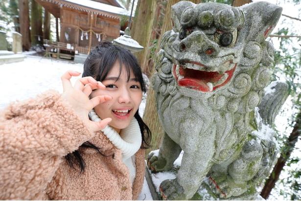 「がおーっ!狛犬と私、どっちが怖そう!?」
