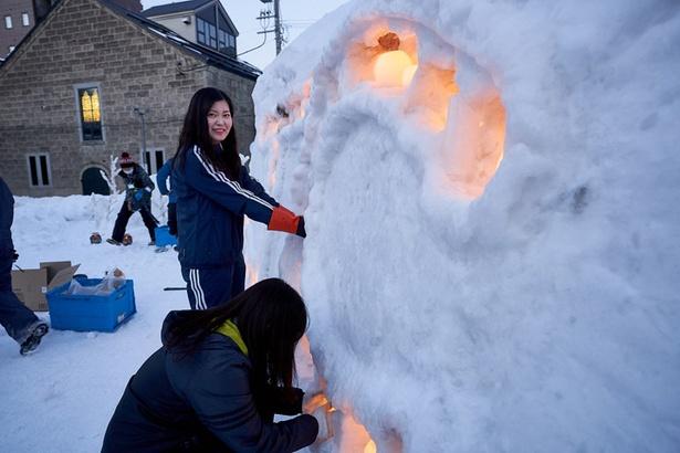 「JC広場」でボランティアとして参加していた澤田麻里奈さん(写真奥)と澤田明さん(手前)