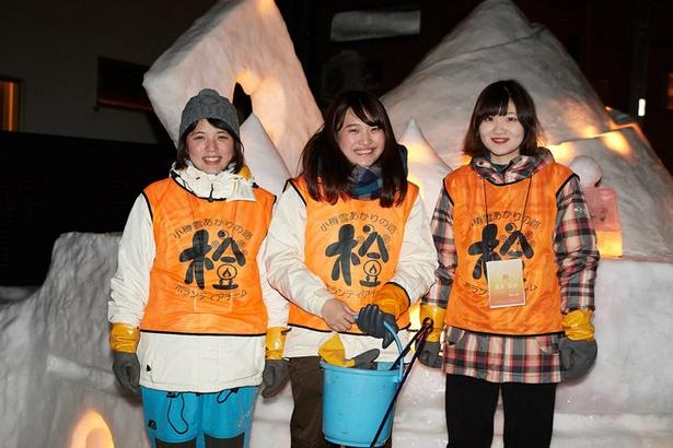 千葉県からこのイベントのために訪れた五十嵐麻美さん(左)、石井友梨香さん(中)と、地元から参加している逸見真由さん(右)