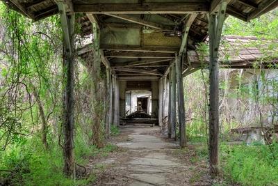 かつては学校の渡り廊下だった場所