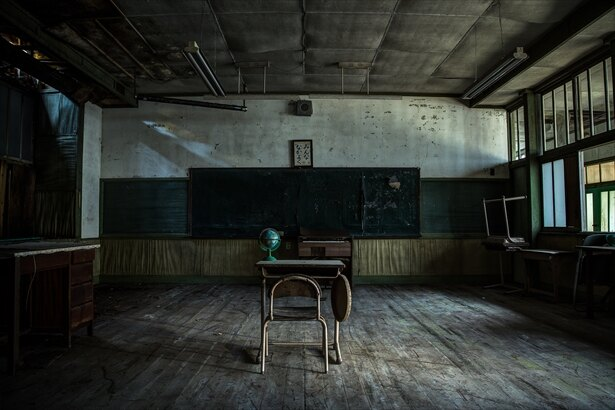 誰もいなくなった学校の教室