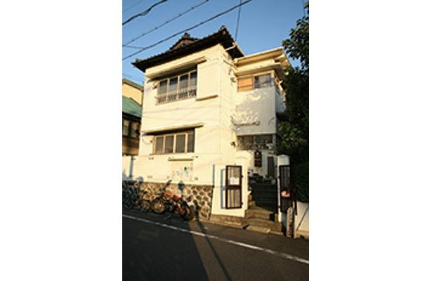 味のある覚王山アパートの建物