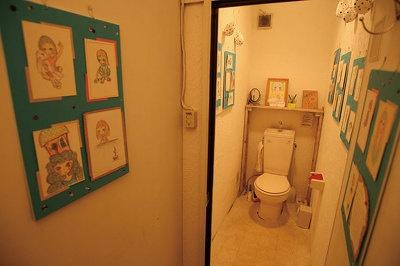 トイレがギャラリーに!? 厠画廊(覚王山アパート)