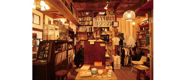 レトロ雑貨が並ぶソボクロ(覚王山アパート)