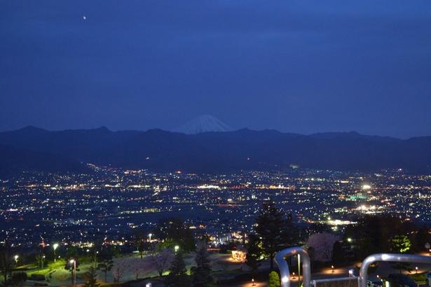 笛吹川フルーツ公園から見る甲府盆地の夜景は新日本三大夜景のひとつ