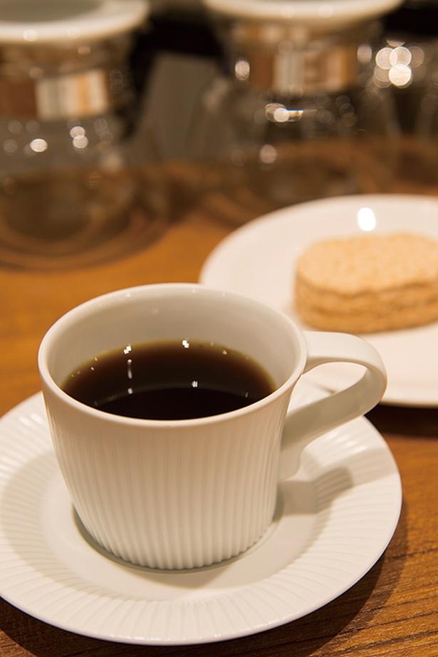 「自家焙煎珈琲 Café Gluck」の「グリュックブレンドとダックワースセット」(550円)