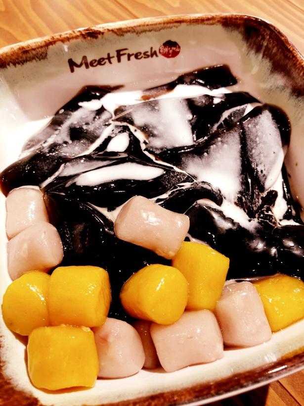 「仙草オリジナル」(850円)は芋園入り。プルプル食感とハーブの香りがいい