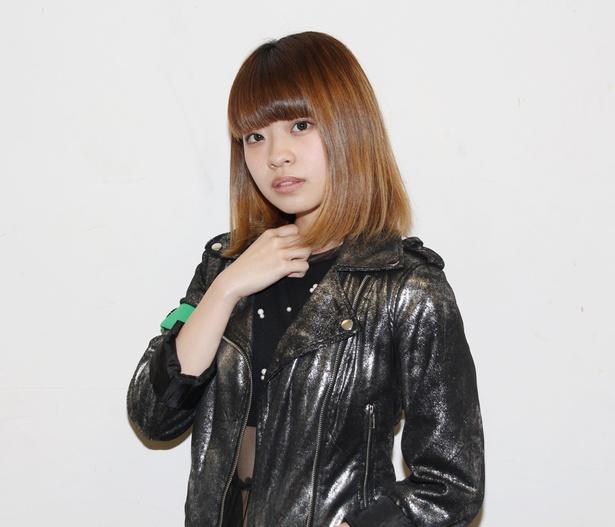 振り付けに悩んだという山口紗弥は、「自分でも一番好きな部分はファンの方と一緒に拳を振り上げられるところで、ライブで歌ってても一体感を感じられてます」と話す