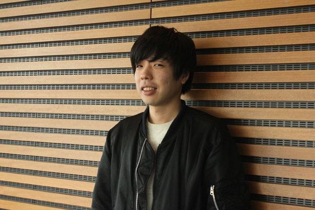 新井浩文との共演について、「めちゃくちゃ格好良くて、一緒に写真を撮りたかった」と明かす吉田