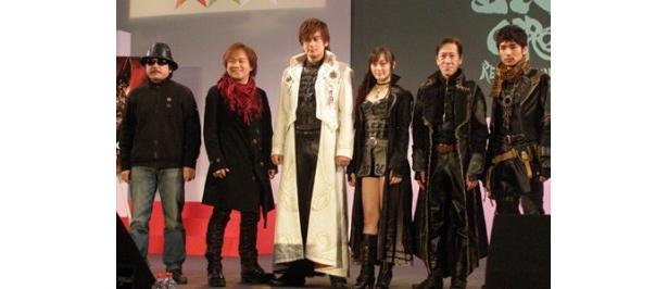 左から雨宮慶太監督、影山ヒロノブ、小西遼生、松山メアリ、斎藤洋介、倉貫匡弘