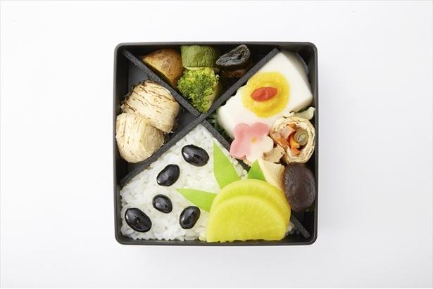 「楊貴妃」を表現したお弁当は、黒い瞳と豊かな黒髪を思わせる黒豆をあしらっている