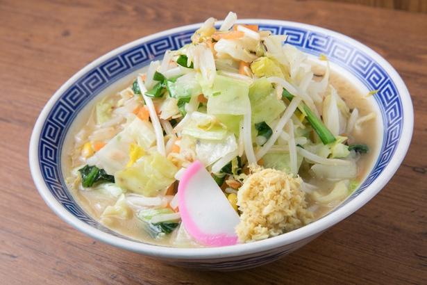 ベーシックな「タンメン」。野菜の山を崩しながら食べよう。丼手前の生姜は「あり・なし」を選べる
