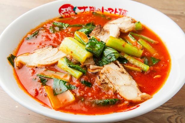 具の江戸菜と鶏チャーシューは注文が入ってからフライパンで火を通している