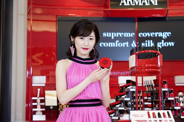 「GIORGIO ARMANI beauty 阪急うめだ本店オープニングセレモニー」に出席した渡辺麻友