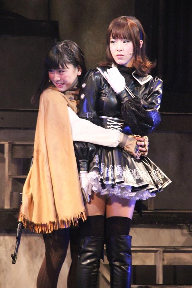 妹的ポジションで可愛いと評判だったレジスタンスのリリィ(左)。黒木美紗子ははまり役だった