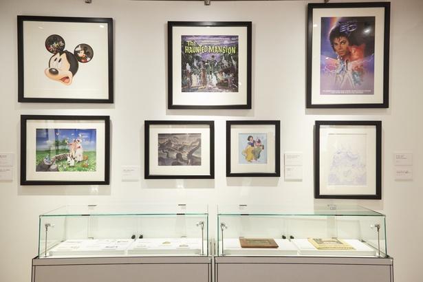 「キャプテンEO」のアトラクションポスターや白雪姫とドーピーの切手用アートなど、リサーチルームの展示