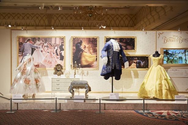 2017年に大ヒットした「美女と野獣」からは、ベルと野獣のダンスシーンの衣裳や、ベルのセレブレーションドレス、ルミエールなどのキャラクター・モデルが展示
