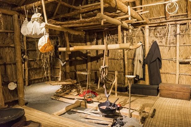一家の生活が集約された囲炉裏まわり(北海道博物館)