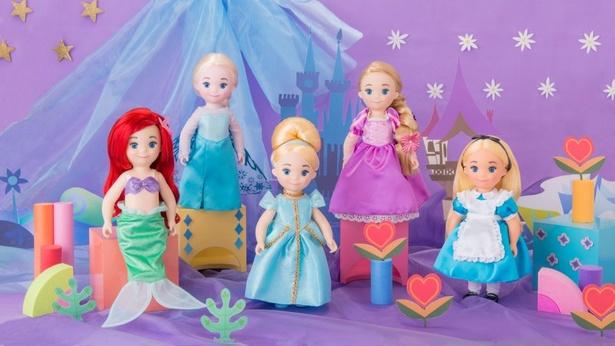 【写真を見る】女の子の人気を集めそうなキュートさ!リニューアルオープンするイッツ・ア・スモールワールドに登場するキャラクター「ドール」(各3600円)