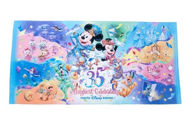 ミッキーマウスやミニーマウスだけじゃなく、ダッフィーやトイ・ストーリー、プリンセスたちもプリントされた「ワイドバスタオル」(3400円)