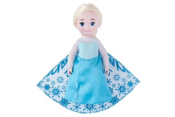 イッツ・ア・スモールワールドのヨーロッパエリアに登場する『アナと雪の女王』の「エルサ」ドール(3600円)