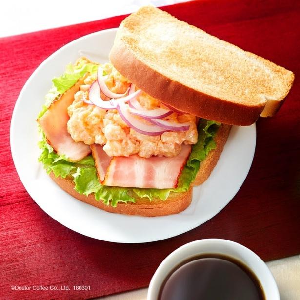 「朝カフェ・セットB たらもサラダ」(390円)は、ほんのり辛いたらもサラダと爽やかなゆずの風味、燻製ベーコンの味わいがクセになる1品