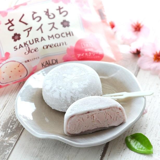 口どけの良いなめらかなさくら風味のアイスと薄く層になったこしあんのバランスが絶妙で、桜餅の風味が楽しめる
