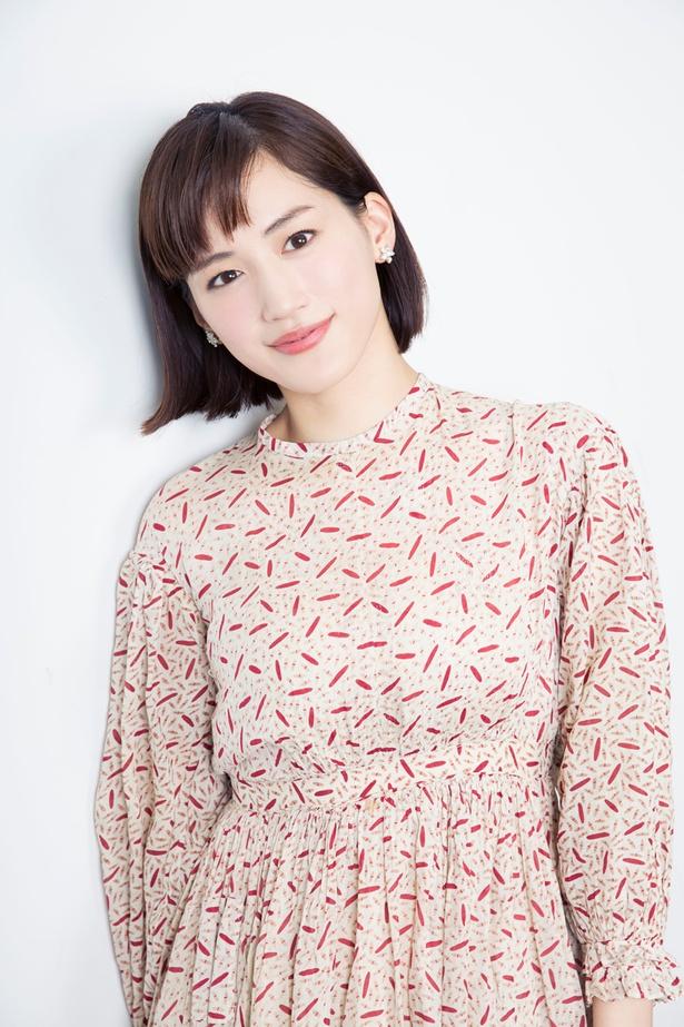 【写真を見る】綾瀬は元特殊工作員の専業主婦・伊佐山菜美を熱演