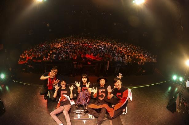 【写真を見る】デビュー5周年記念のライブツアーが開催!
