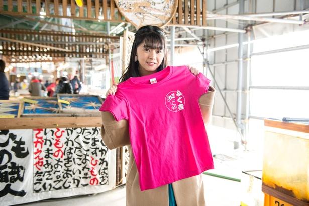 師崎のご当地キャラ「ふぐ吉」のTシャツ(1500円)