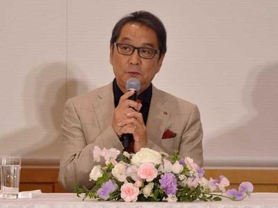 「吉永さんと一緒に芝居をすると、みんな今までと違う味を出してくれる。みんな吉永さんに恋をする」と語る滝田洋二郎監督