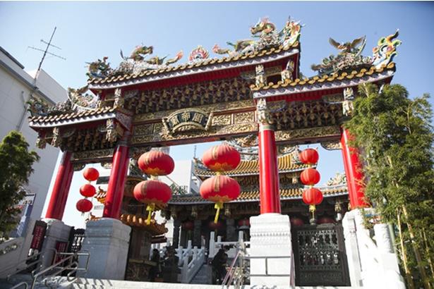 春節の装いの関帝廟