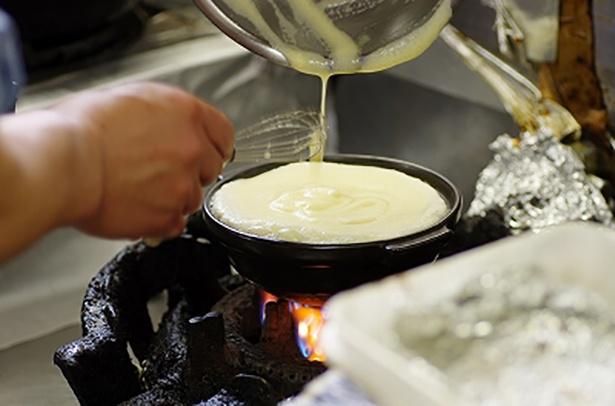 【写真を見る】かきまぜた卵を蒸してふわふわにします