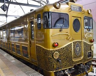 ゴールドと黒を基調に、唐草模様をあしらった艶やかな外観デザイン
