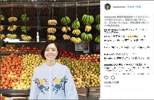 【写真を見る】大量のフルーツに囲まれる熊谷真実。57歳になる現在も変わらぬ美貌で、2012年には18歳下の男性と結婚し話題に