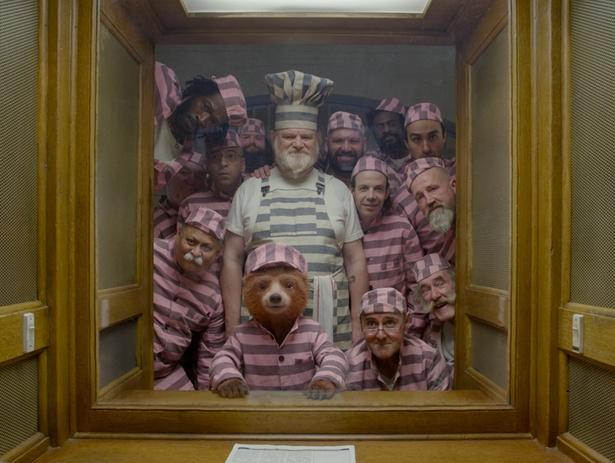 もふもふクマ、パディントンの囚人服姿もキュート!(『パディントン2』)