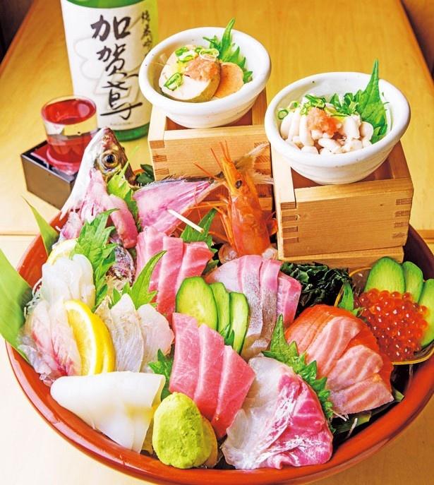 「豪快すり鉢盛り」(2138円)/マル長鮮魚店