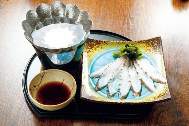 新鮮な生タコをさっと湯に通して食べる「たこしゃぶ」(864円)。コリコリの食感とタコの甘味が楽しめる