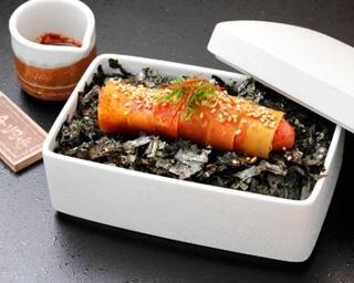 「元祖博多めんたい重」(1680円)。3階に製造所で味付けと熟成をしたできたての明太子が味わえる